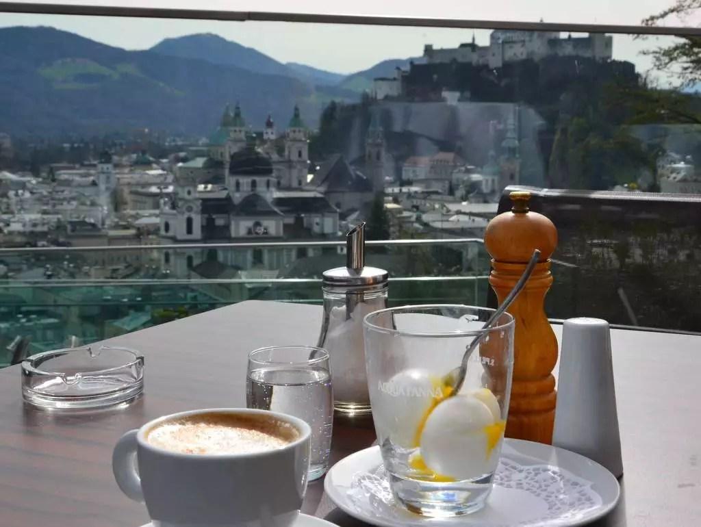 Ei im Glas; meine Salzburger Frühstückskaffeehäuser; das M32 am Mönchsberg