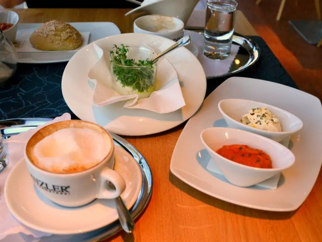 Ei im Glas; meine Salzburger Frühstückskaffeehäuser, Rochushof in Maxglan