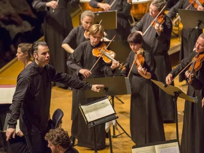 Mit den Salzburger Festspielen in Ingolstadt; das Mozart Requiem unter Teodor Currentzis
