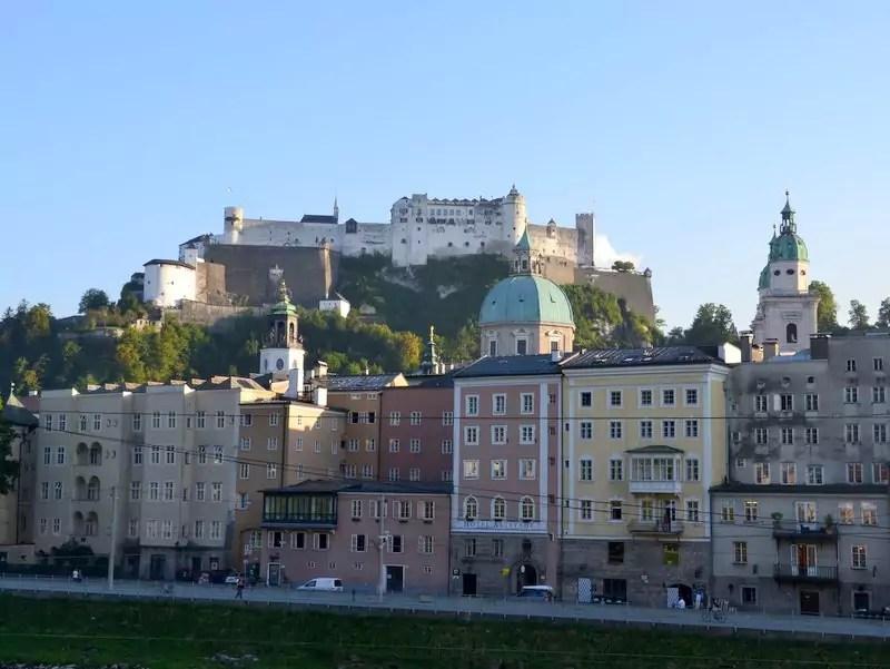 Salzburg Altstadtansicht und Rudolfskai