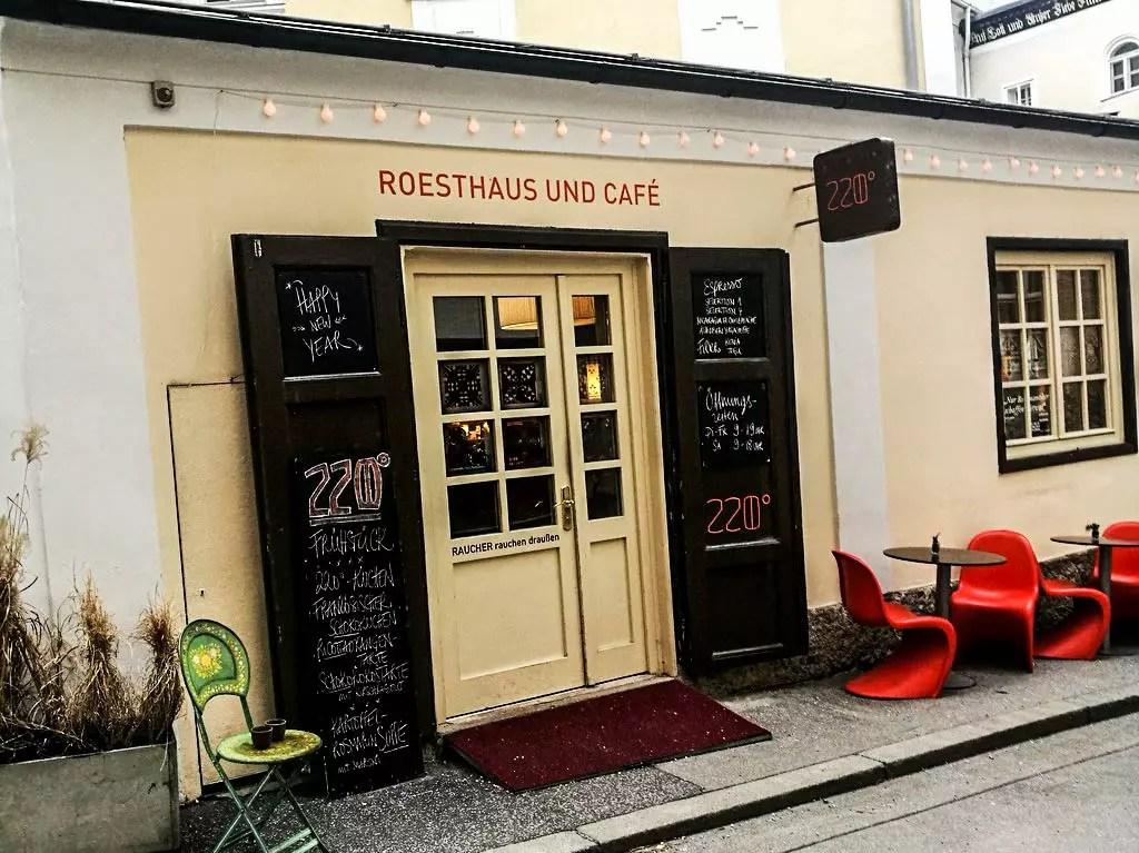 Frühstück in Salzburg; Café 220 Grad im Kaiviertel