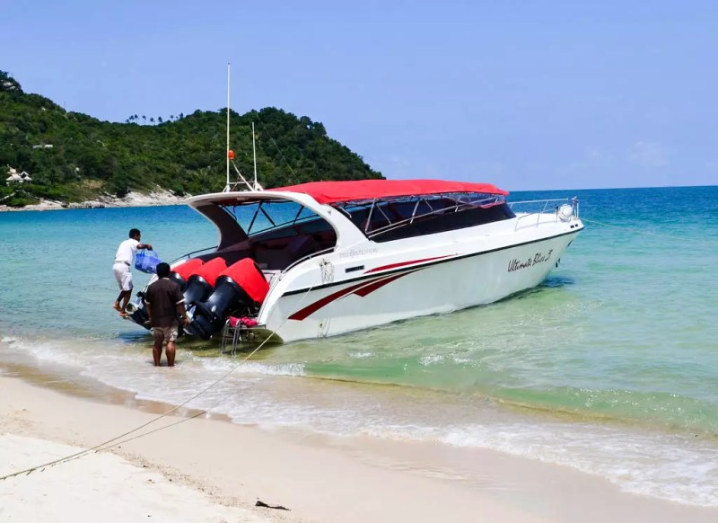Motorboot am Strand von Buri Rasa Phangan