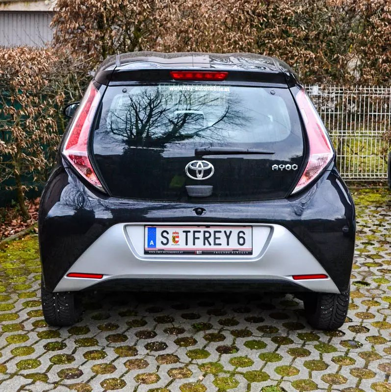 Toyota Aygo schwarz Ansicht Rückseite