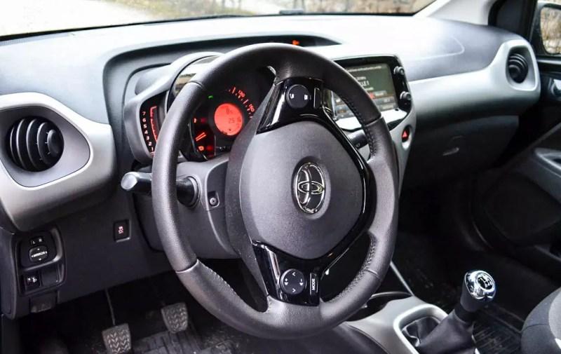 Toyota Aygo schwarz Innenraum