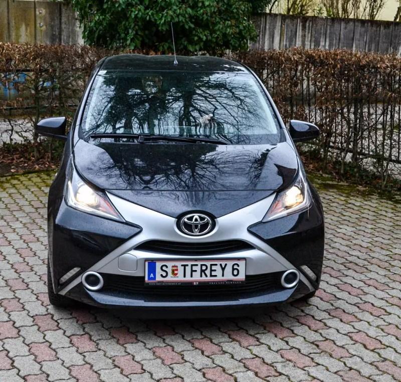 Toyota Aygo schwarz Vorderseite