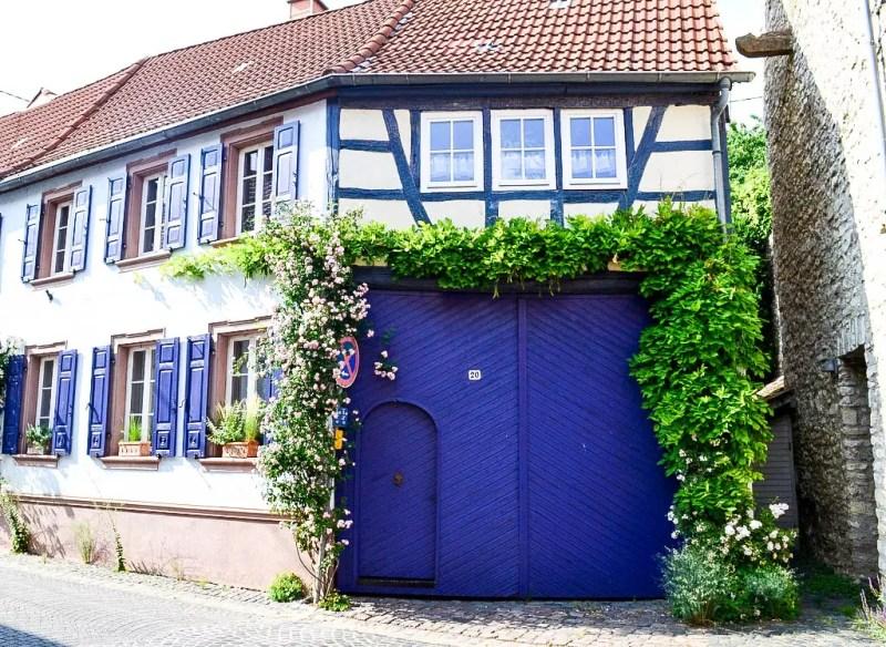 Flösrheim-Dalheim Haus mit blauen Türen