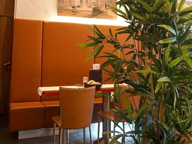 Tisch in Ben's Lencester Café