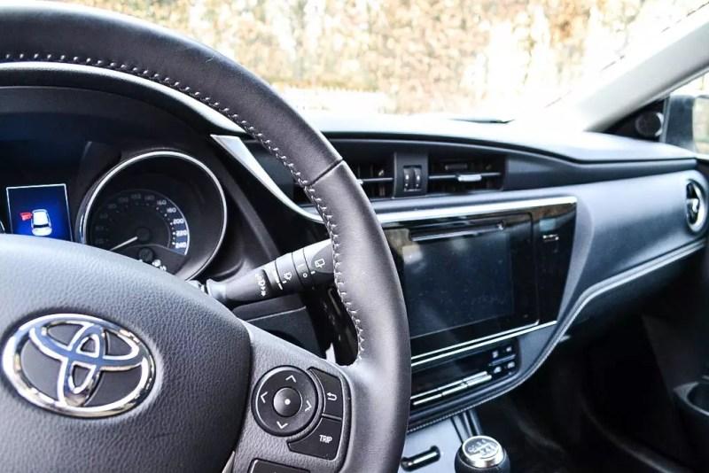 Innenraum weißer Toyota Auris 1,33 5 Active