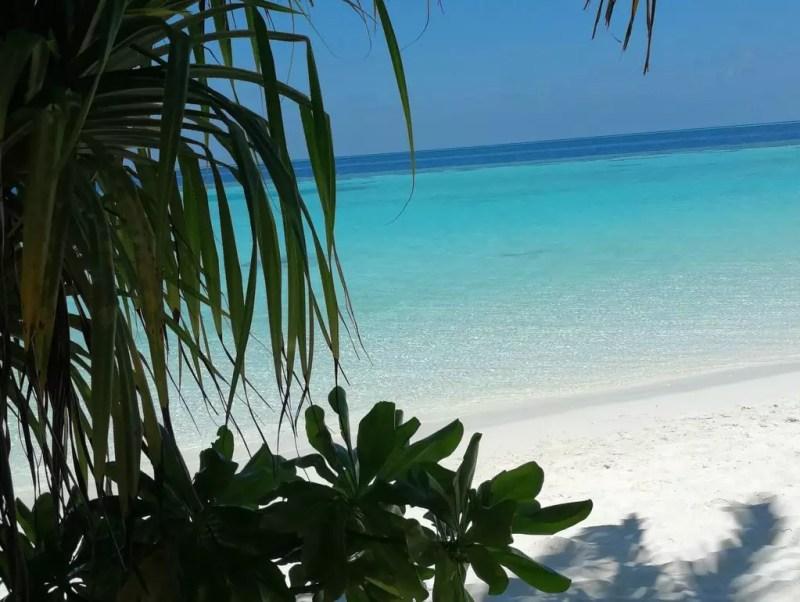 Lily Beach Malediven Strand