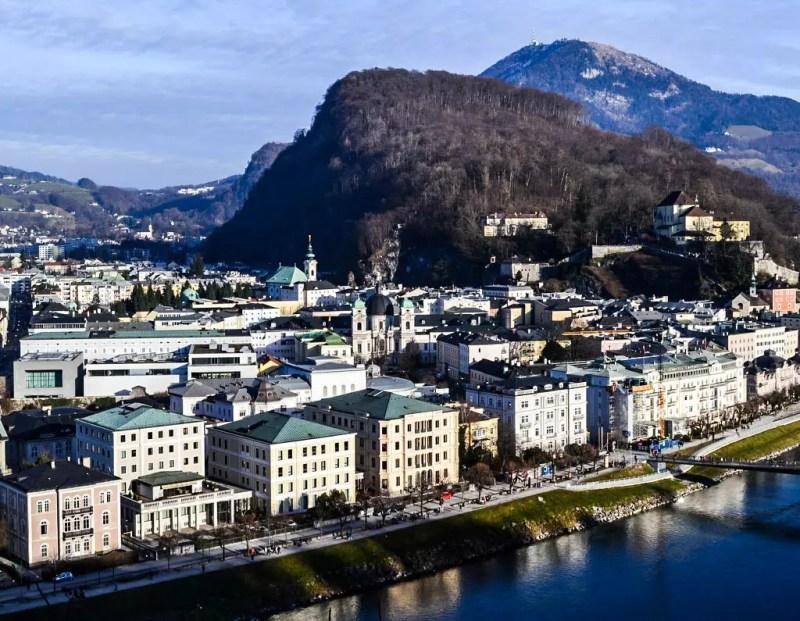 Blick auf Neustadt und Kapuzinerberg