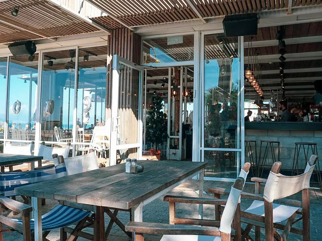 Restaurant am Strand in Tel Aviv