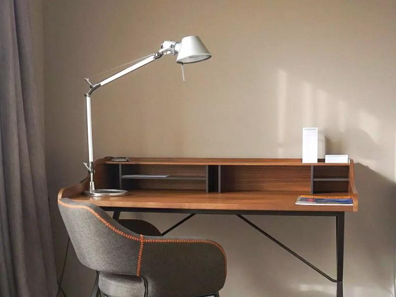 Schreibtisch im Zimmer Le Méridien München