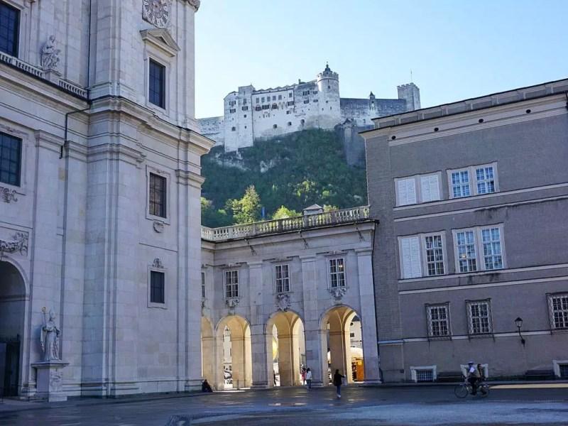 Domplatz mit Festung Hohensalzburg