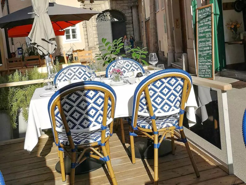 Tisch auf der Terrasse Jakob's Esskultur