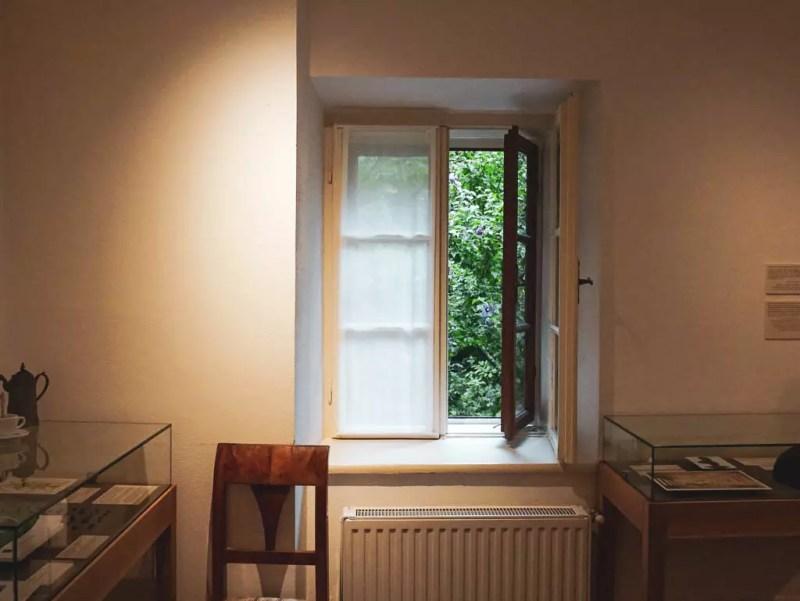 Zimmer im Beethoven Museum, geöffnetes Fenster