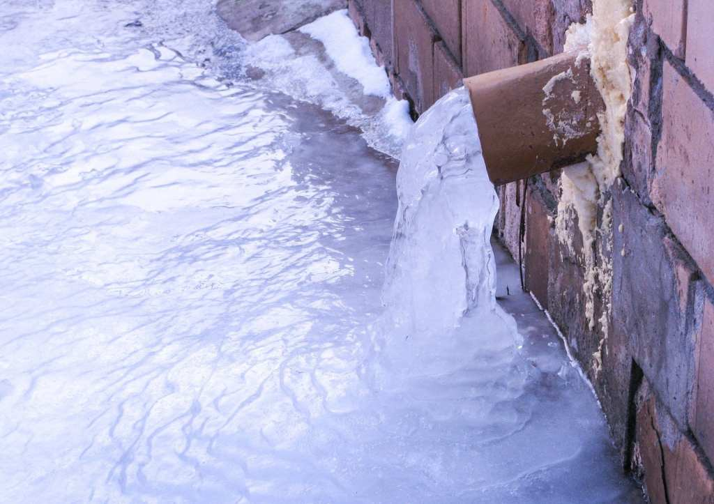 residential-roofing-specialist-calgary-ice-dams-icy-frozen-downspout-claw-roofing