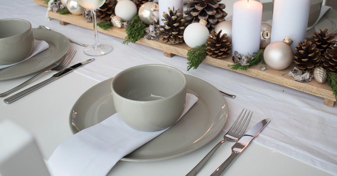 wit kleed kersttafel