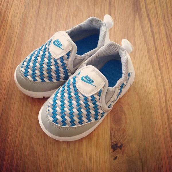 ウーブン。娘の新しい靴。