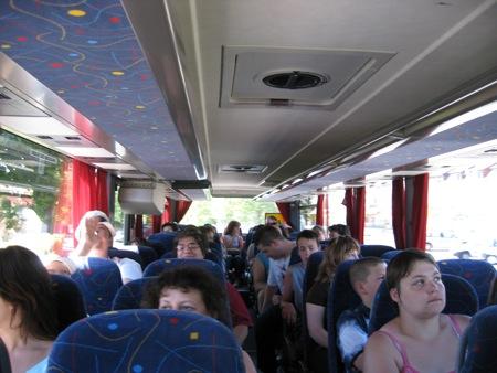 Une ambiance de fête dans le bus !