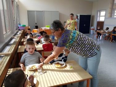 1er repas dans les nouveaux locaux association Cléa au Habsterdick