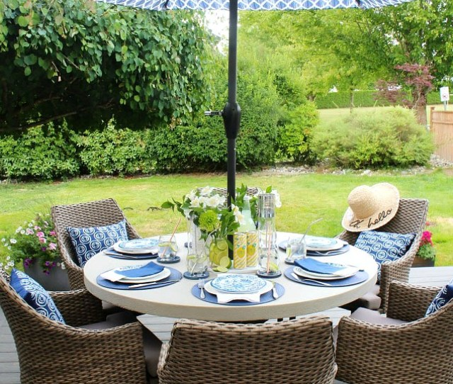 Beautiful Simple Summer Outdoor Tablescape In Blue And Yellow