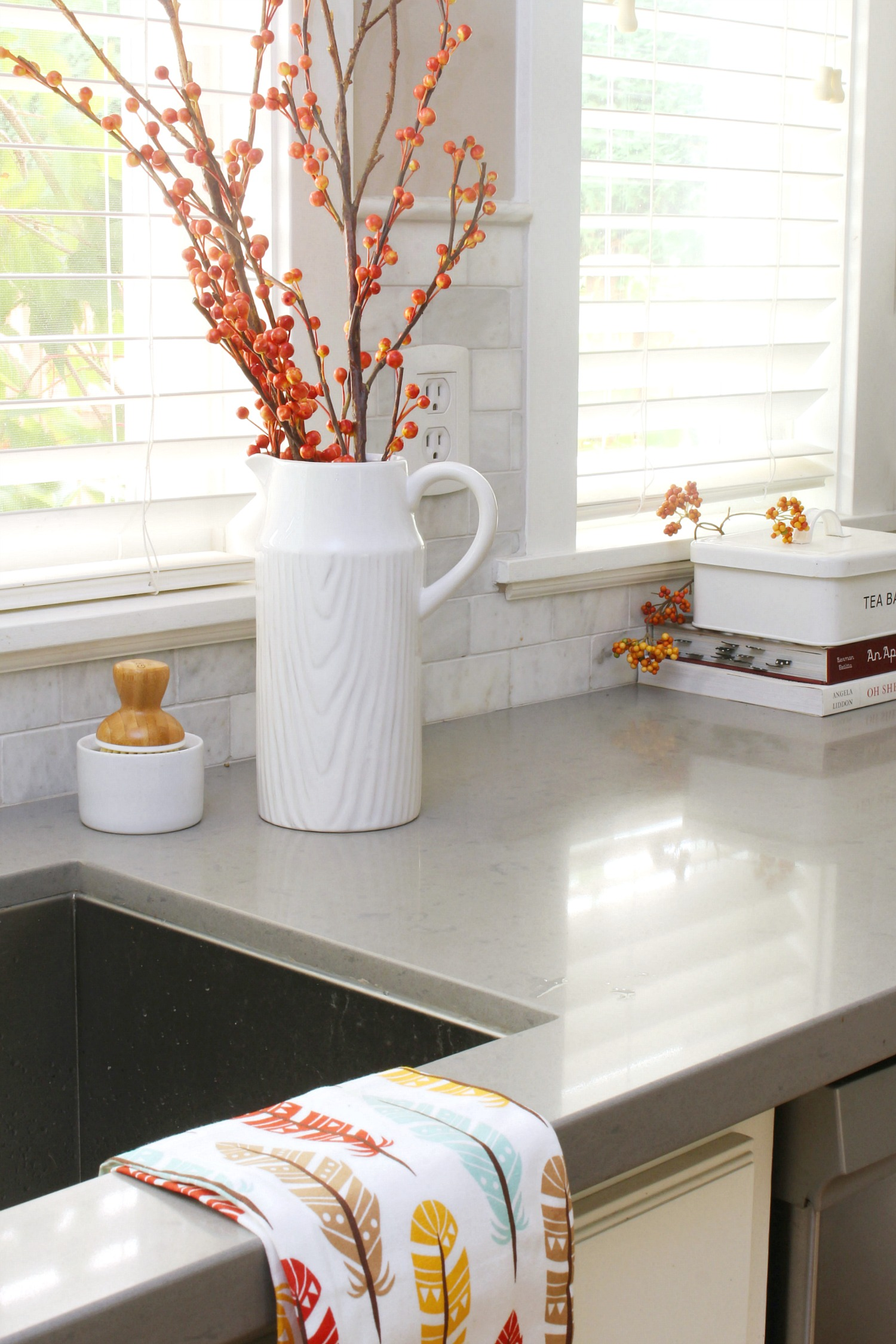 Easy Fall Kitchen Decorating Ideas   Clean and Scentsible Easy fall kitchen decorating ideas  Simple ways to add some fall to your  kitchen decor