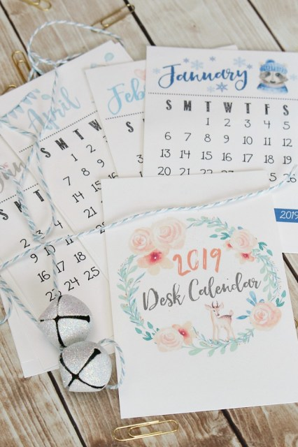 Free printable 2019 Desk calendar. Beautiful watercolor design!