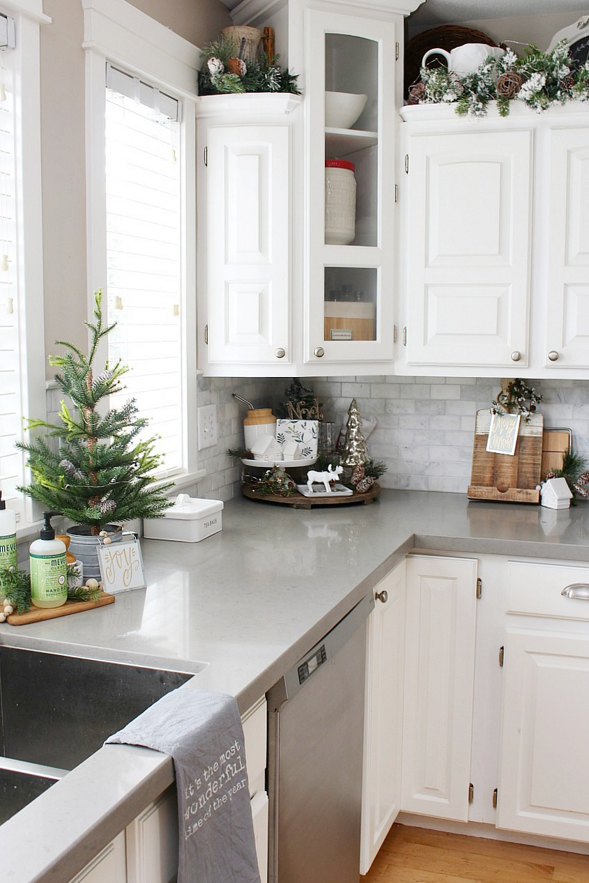 Christmas Kitchen Decorating Ideas   Clean and Scentsible Kitchen Christmas Decorations  White kitchen dressed in frosted greens for  a festive touch