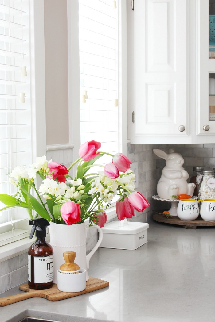 Simple Spring Decorations for the Kitchen - Clean and ... on Kitchen Decoration Ideas  id=96976