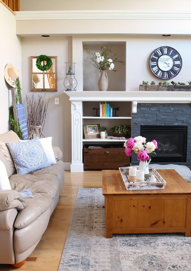Modern Farmhouse Summer Living Room Decorating Ideas ...