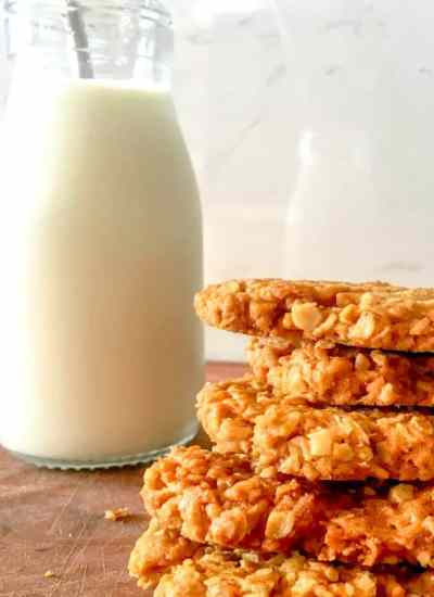 Clean Eating Crunchy Coconut and Oatmeal Cookie