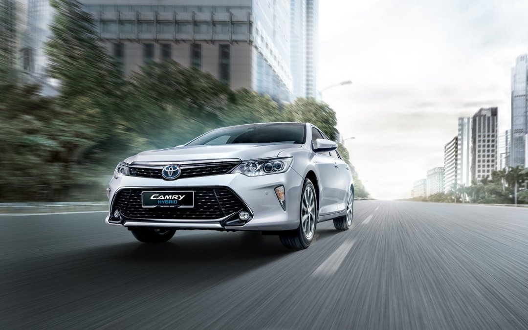 Sponsored Post: 2016 Toyota Camry Hybrid Combines Power & Fuel Efficiency in One Sweet Ride