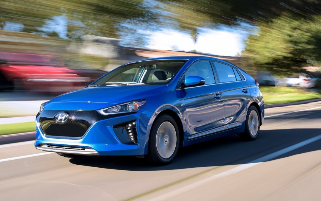 Comparison Test: 2017 Hyundai Ioniq EV and Hybrid