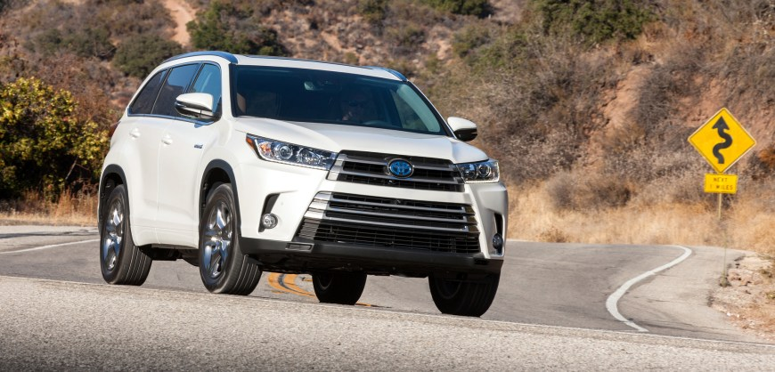 The 2017 Toyota Highlander Hybrid adds two electric motors to the upgraded 3.5-liter V6 engine to make a powerful, roomy and slightly cleaner version of Toyota's family crossover.