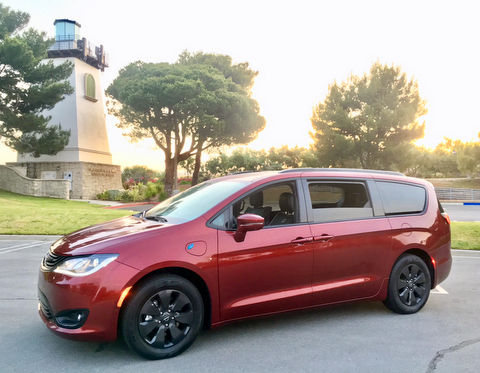 2019 Chrysler Pacifica Hybrid, plug-in hybrid minivan