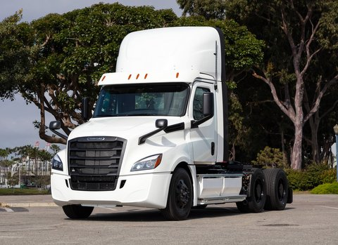 Daimler Trucks North America LLC (DTNA) announced this week that the first two Class 8 battery electric Freightliner eCascadias  are headed for Southern California customers.
