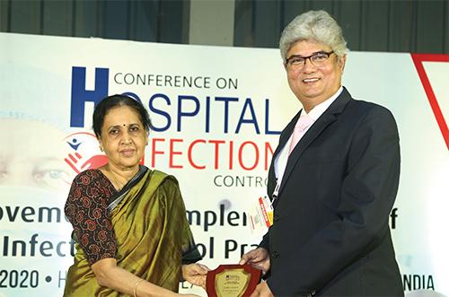 LtoR: Mangala Chandran, Editor-in-chief, Clean India Journal and Dr Hiren Ambegaokar, CEO, S. L.Raheja (A Fortis Associate) Hospital