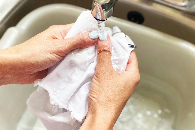 giặt quần áo với nước nóng