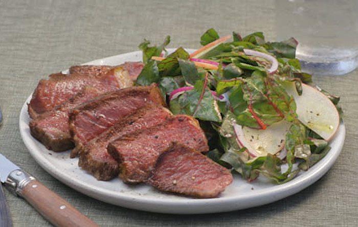 Golden steak salad