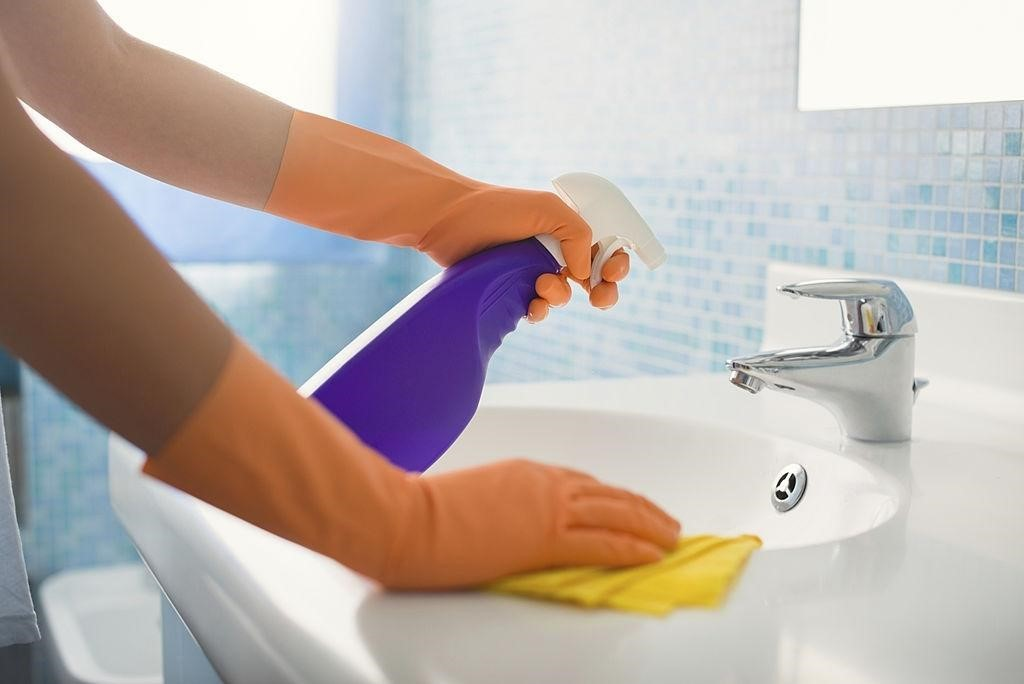 bathroom-cleaning