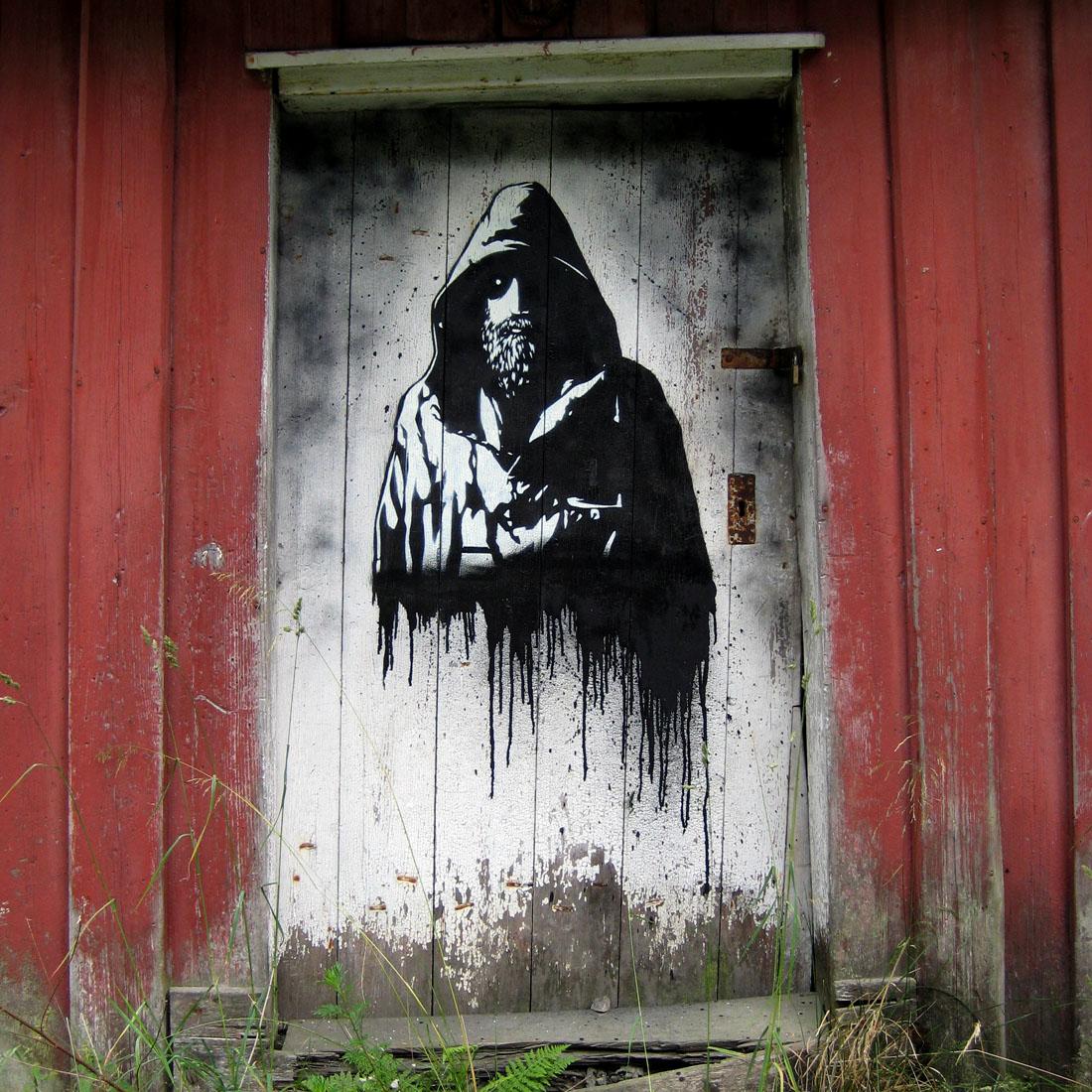 dakloze man op een deur