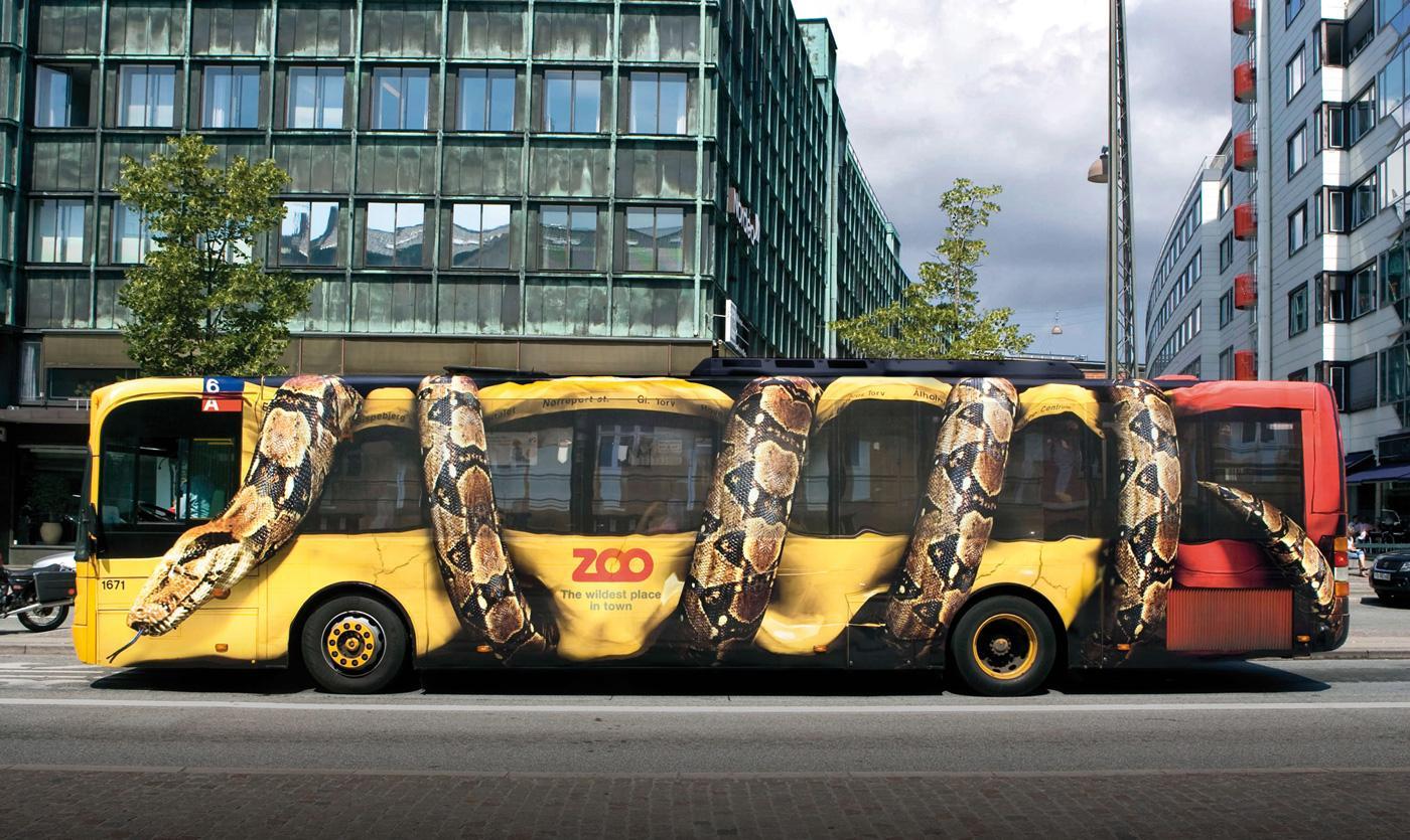 088 002 Slang wurgt een bus