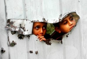Palestinian_kids_are_seen_sized