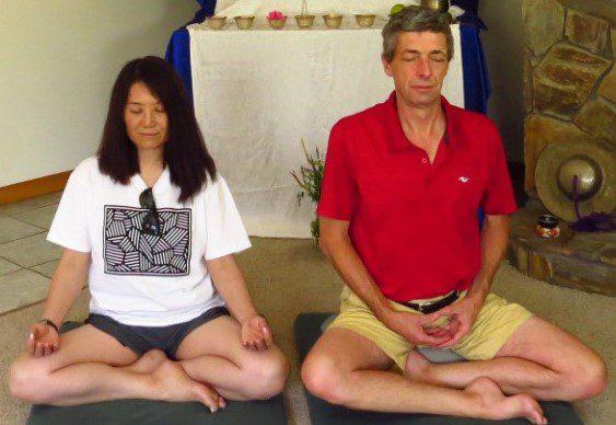 2 people meditating