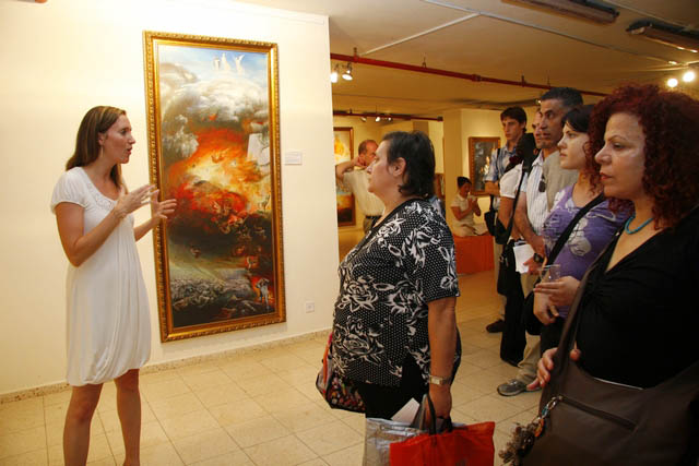 The viewers listen to the introduction of the paintings