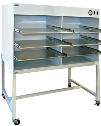 Horizontal Flow Cabinet with shelves