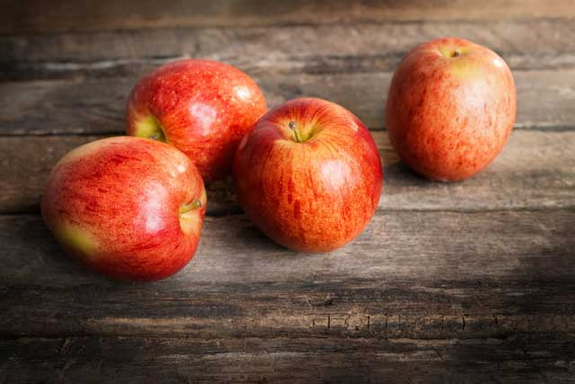 Apples-on-the-Cutting-Board