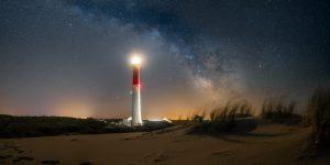 Le phare de la Coubre sous la voie lactée