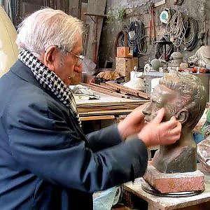 Giuseppe Antonello Leone al lavoro nel suo studio