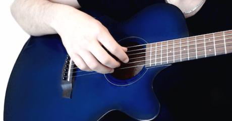 arpèges doigts médiator main guitare